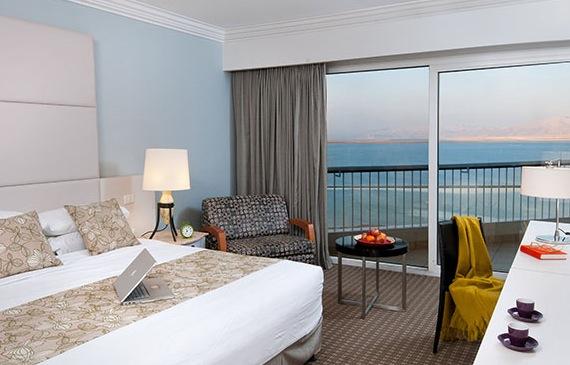 סוויטת מצדה פרמיום עם נוף לבריכה- מלון דיוויד ים המלח