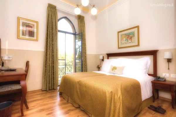 חדר סופריור עם מרפסת-מלון בוטיק ארקדיה במושבה