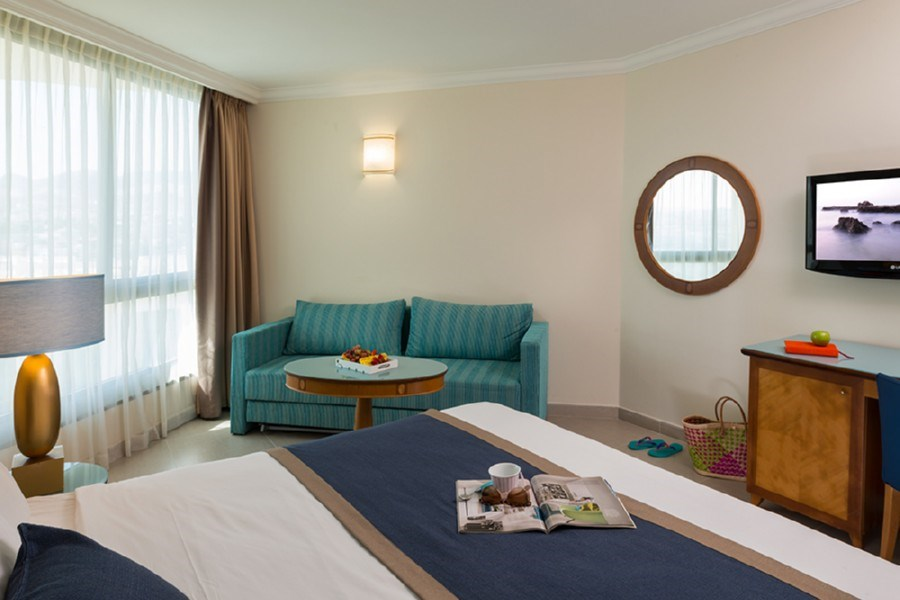 חדר סופריור פונה לבריכה -מלון מגיק פאלאס