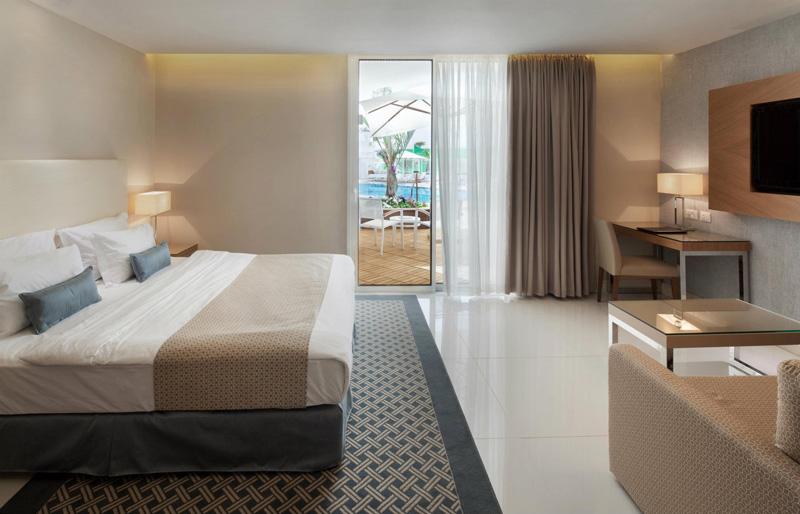 דלקס במפלס הבריכה- מלון אורכידאה הריף אילת