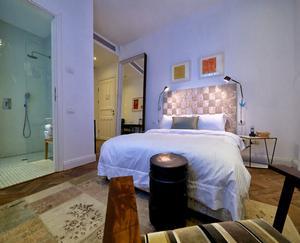 חדר דלקס נוף חלקי לים-מלון טאון -האוס תל אביב