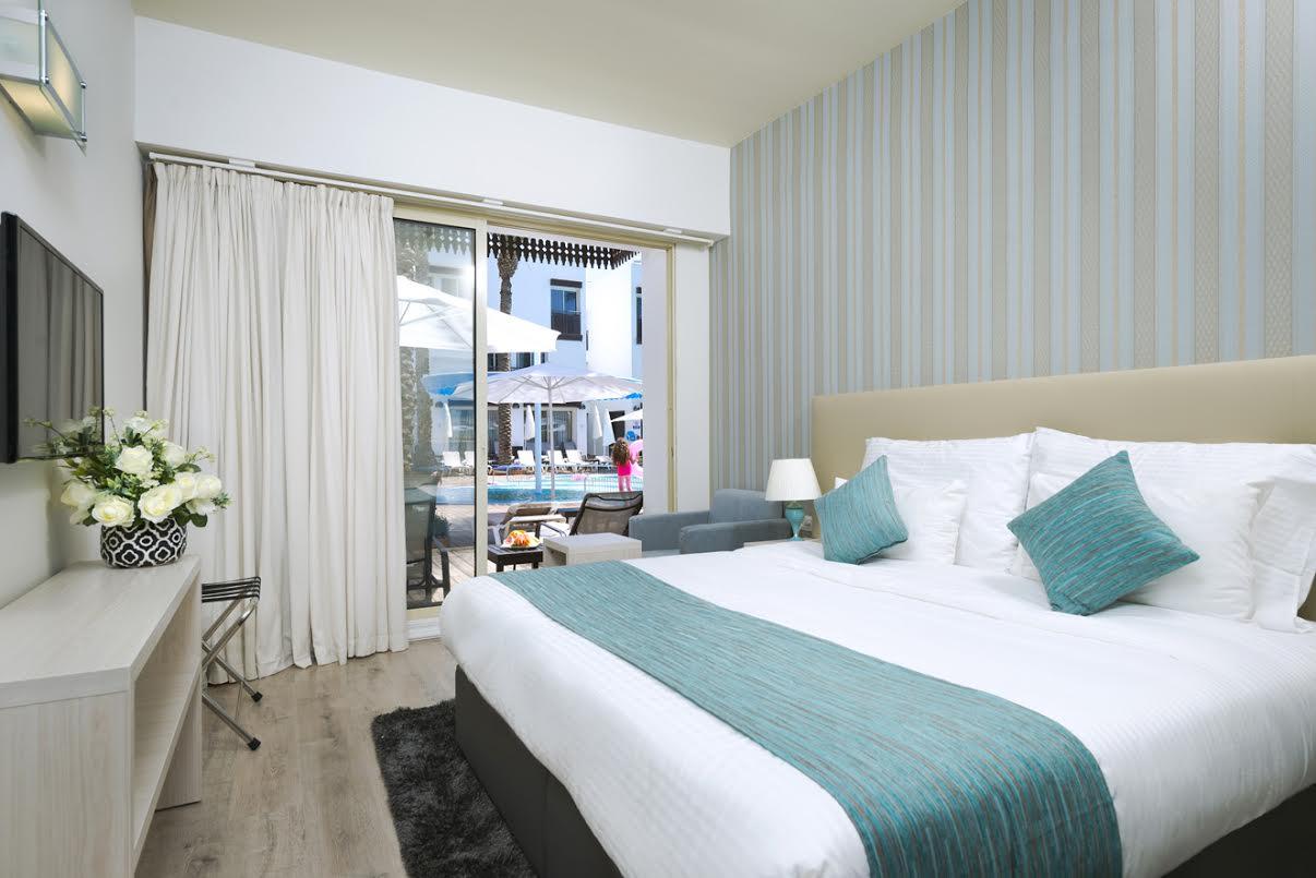 חדר טראסה בקומת הבריכה- מלון לה פלאיה פלוס אילת