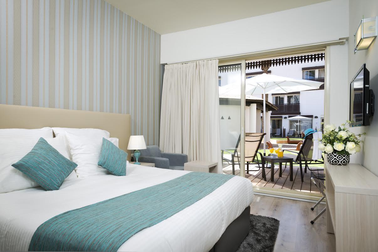 חדר טראסה עם מרפסת בקומת הבריכה - מלון לה פלאיה אילת