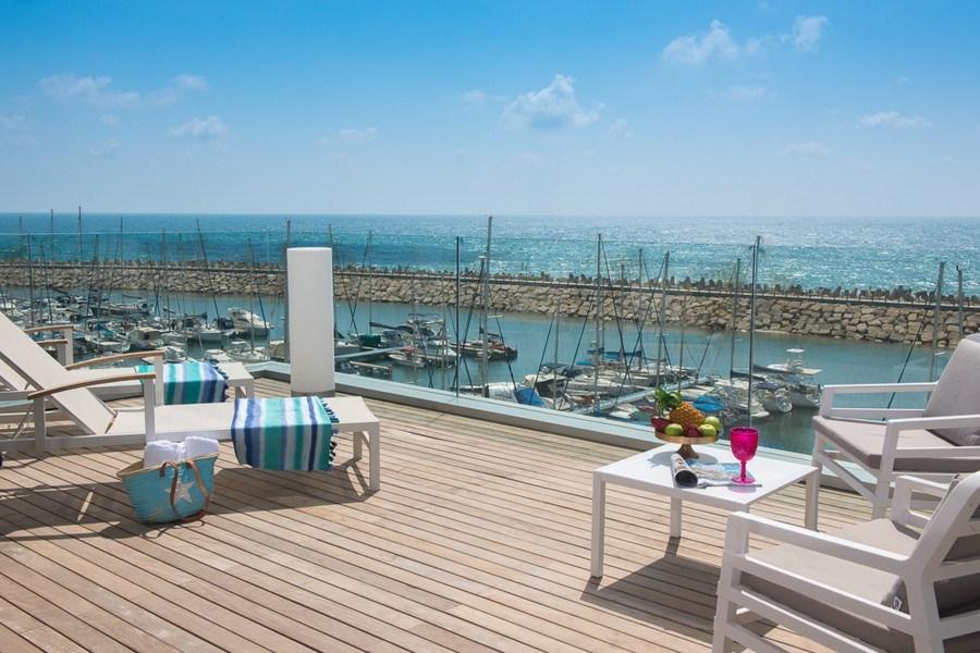 סוויטת טרסה עם נוף לים- מלון הרודס הרצליה