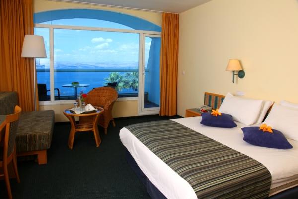 חדר עם מרפסת- מלון גולן טבריה