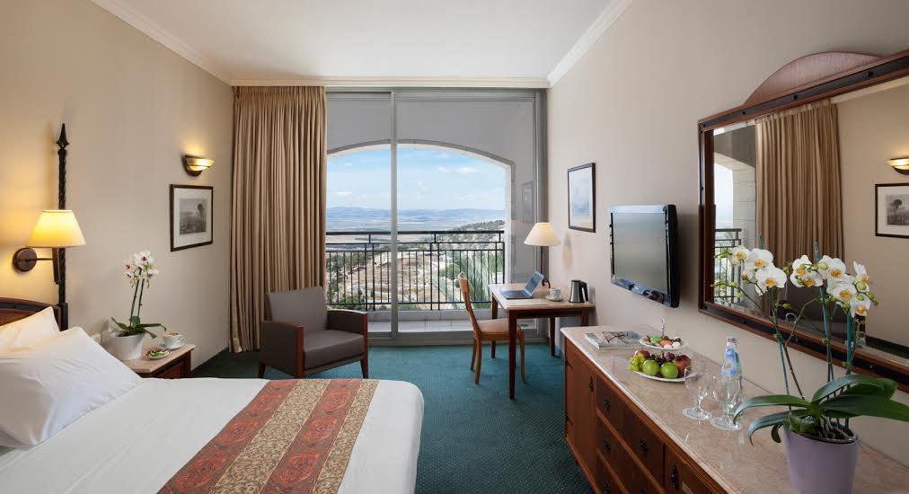 חדר בקומת עסקים- מלון גולדן קראון נצרת