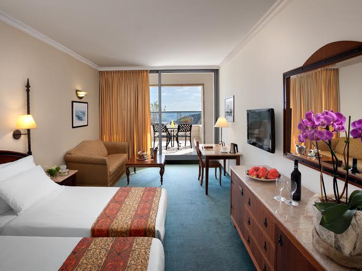 חדר סופיריור עם מרפסת-מלון גולדן קראון נצרת