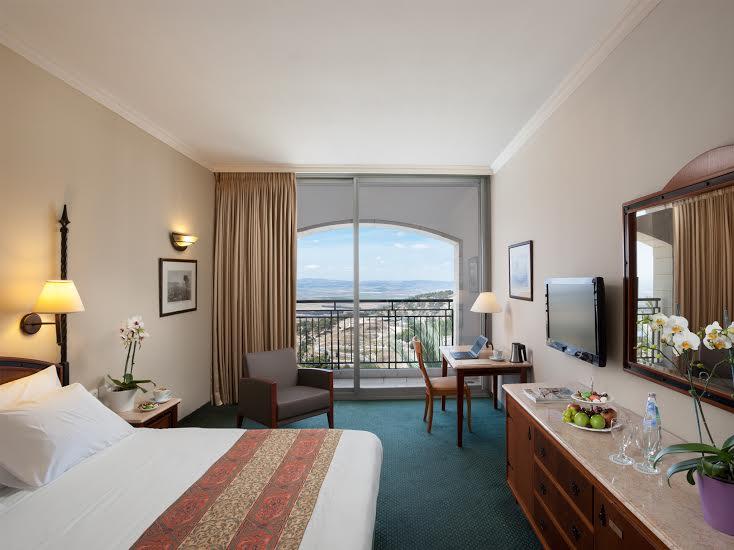 חדר דלקס -מלון גולדן קראון נצרת