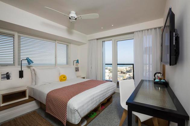 """חדר קלאסי עם מרפסת ונוף לים-מלון בוטיק ים ת""""א"""