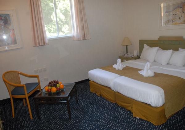 חדר זוגי ללא נוף וללא מרפסת -מלון רימונים מינרל טבריה