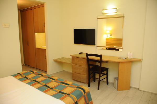 חדר סטנדרט עם מרפסת לים -מלון עדי אילת