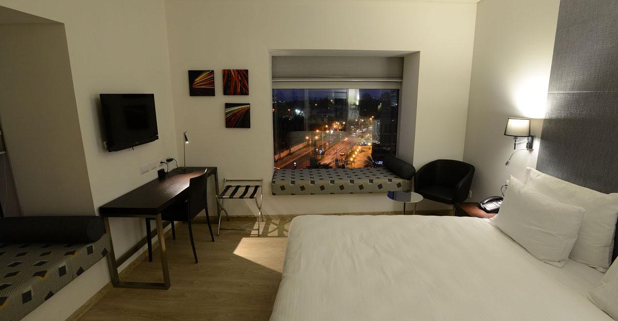 חדר דלקס עם נוף -מלון בנגמין הרצליה