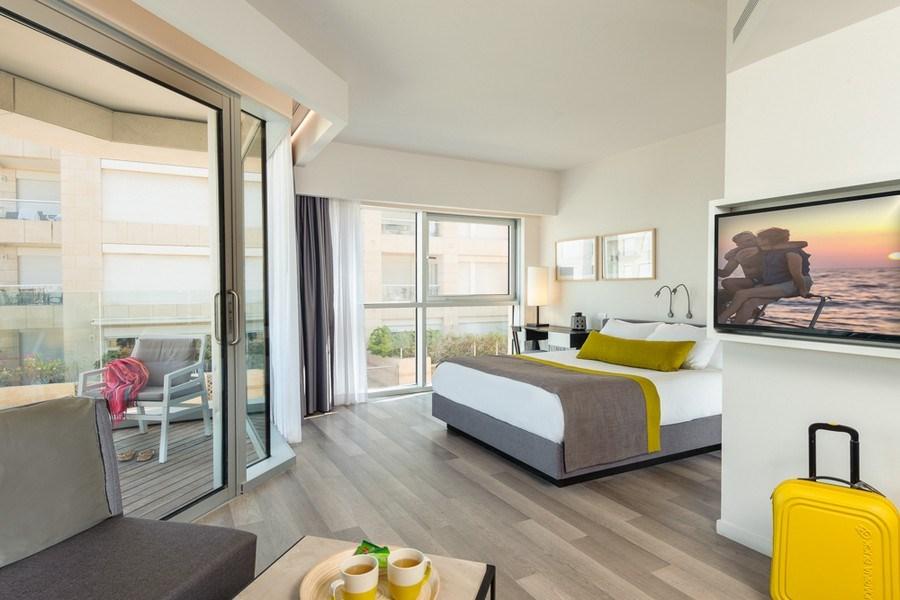 חדר דלקס עם מרפסת-מלון הרודס הרצליה