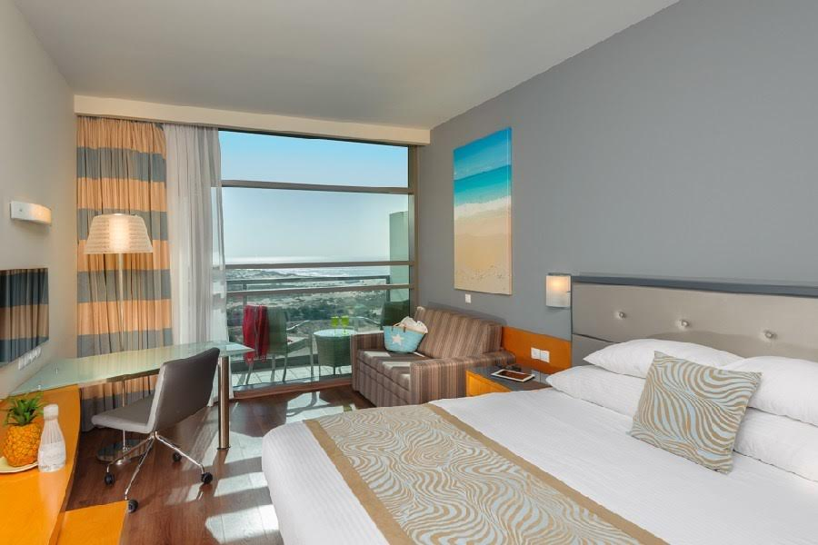 חדר קלאב עם מרפסת-מלון לאונרדו פלאזה אשדוד