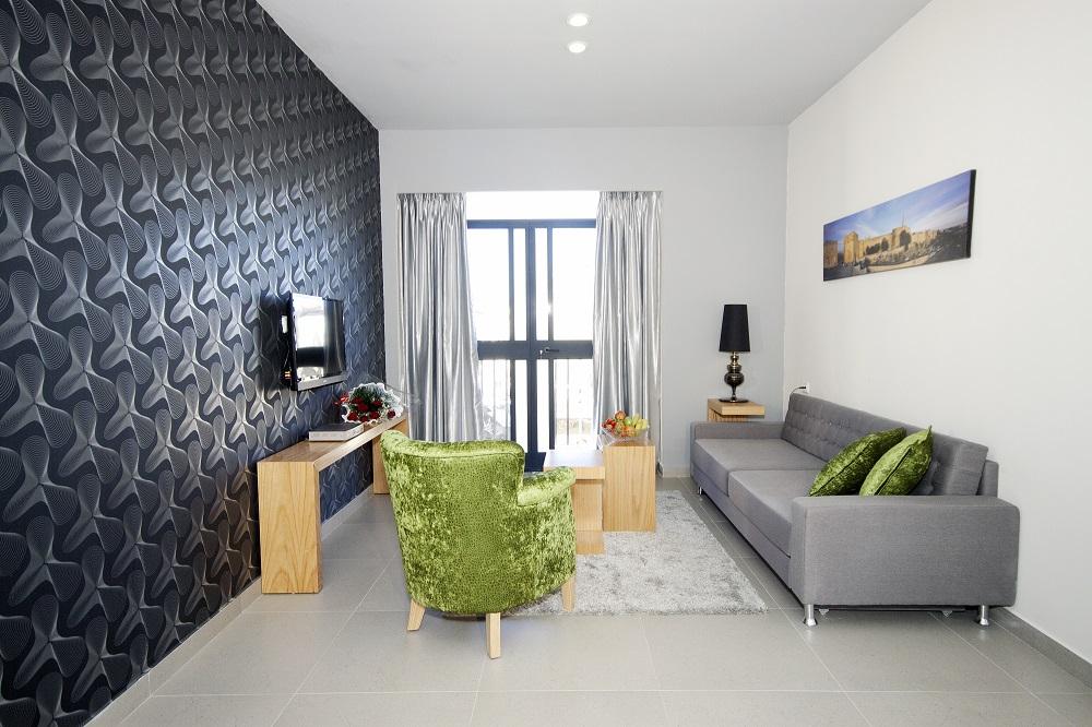 סוויטת אקזקיוטיב עם מרפסת- מלון הלל 11 ירושלים
