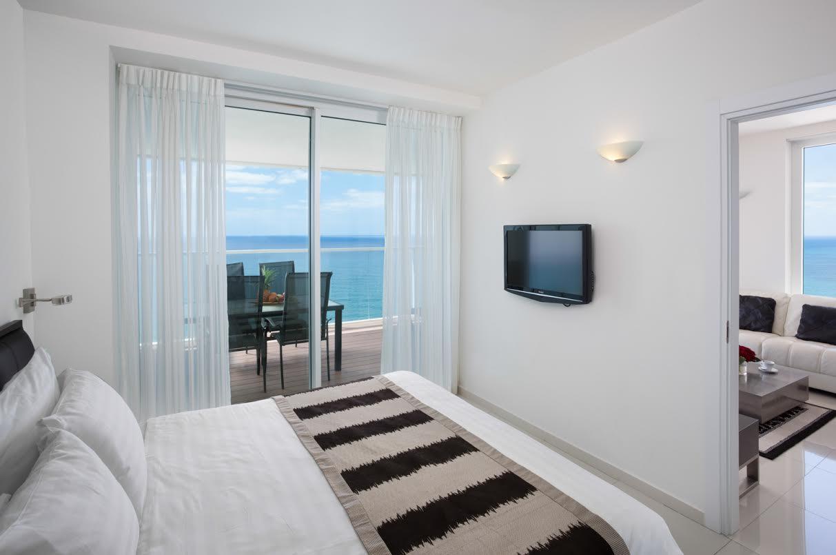 סוויטת חדר שינה , נוף לים -מלון איילנד נתניה