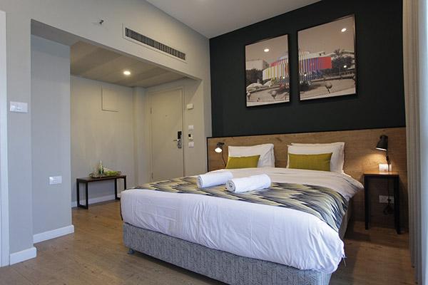 חדר סופריור עם מרפסת -מלון הבית הלבן אוליב