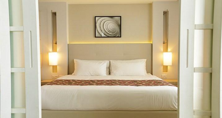 סוויטה פונה לבריכה - מלון אסטרל מאריס אילת