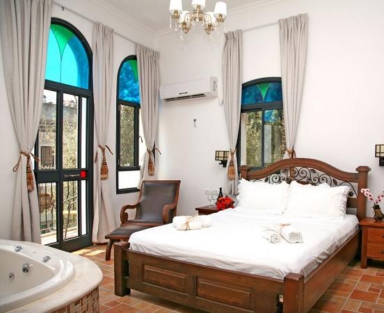 סוויטת בלקוני- מלון בוטיק שירת הים טבריה