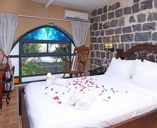 חדרי אבן ענתיק- מלון בוטיק שירת הים