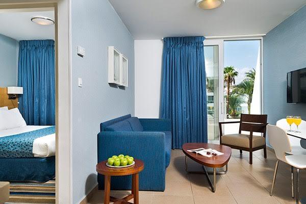 סוויטת גוניור פונה לבריכה-מלון אסטרל פאלמה אילת