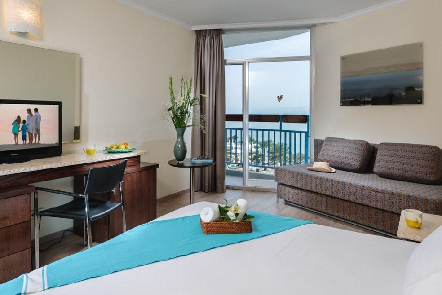 חדר סופריור פונה לים - מלון לאונרדו קלאב טבריה הכל כלול