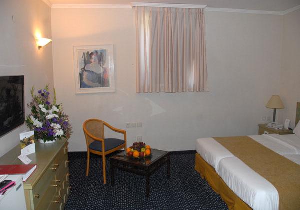 חדר ללא נוף מותאם עד זוג וילד- מלון מינרל טבריה