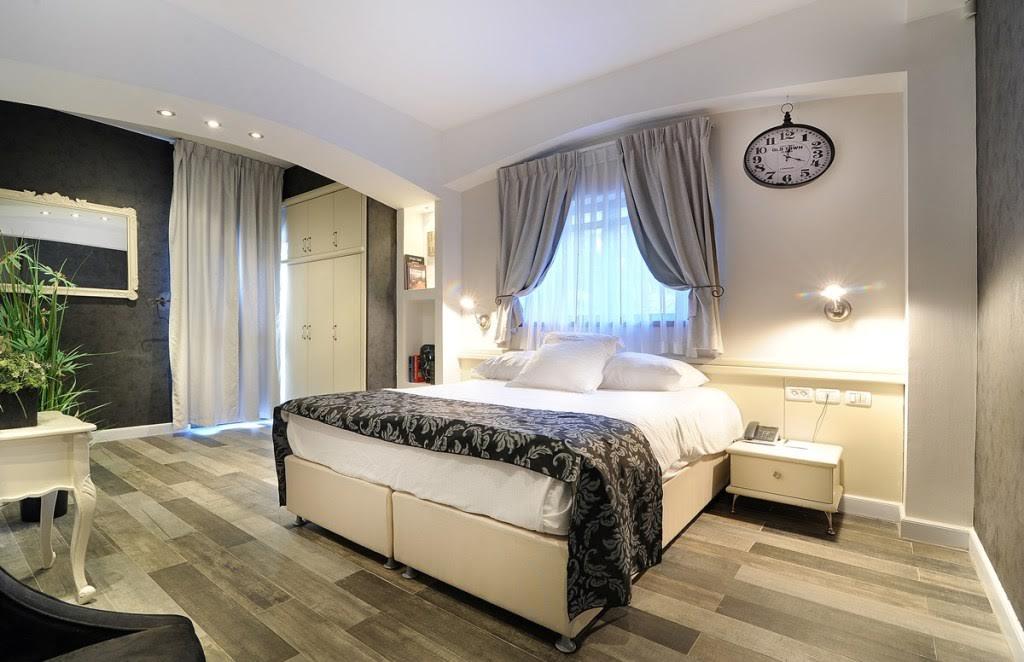 חדר דלקס עם מרפסת -מלון וילה כרמל