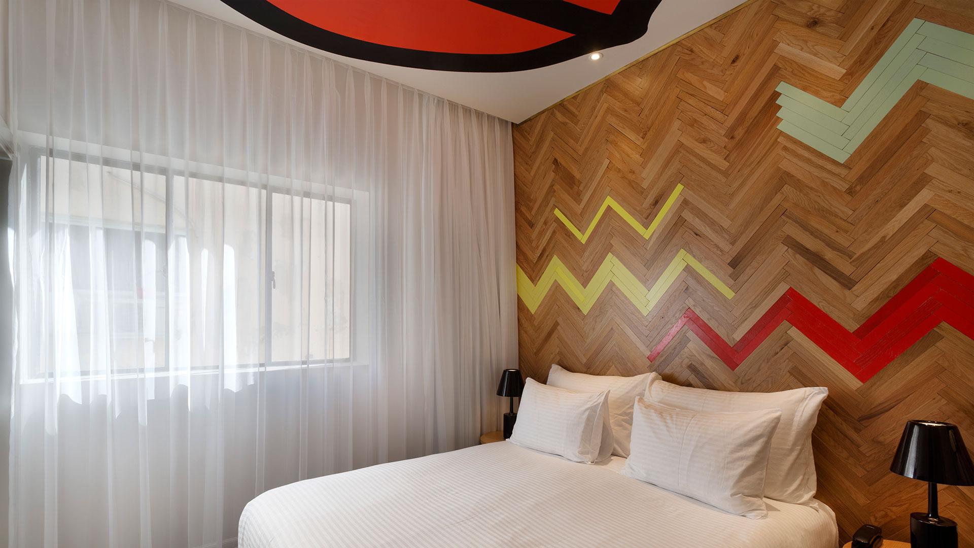 """חדר קלאסיק/ חמים ונעים-מלון קוקו ת""""א"""