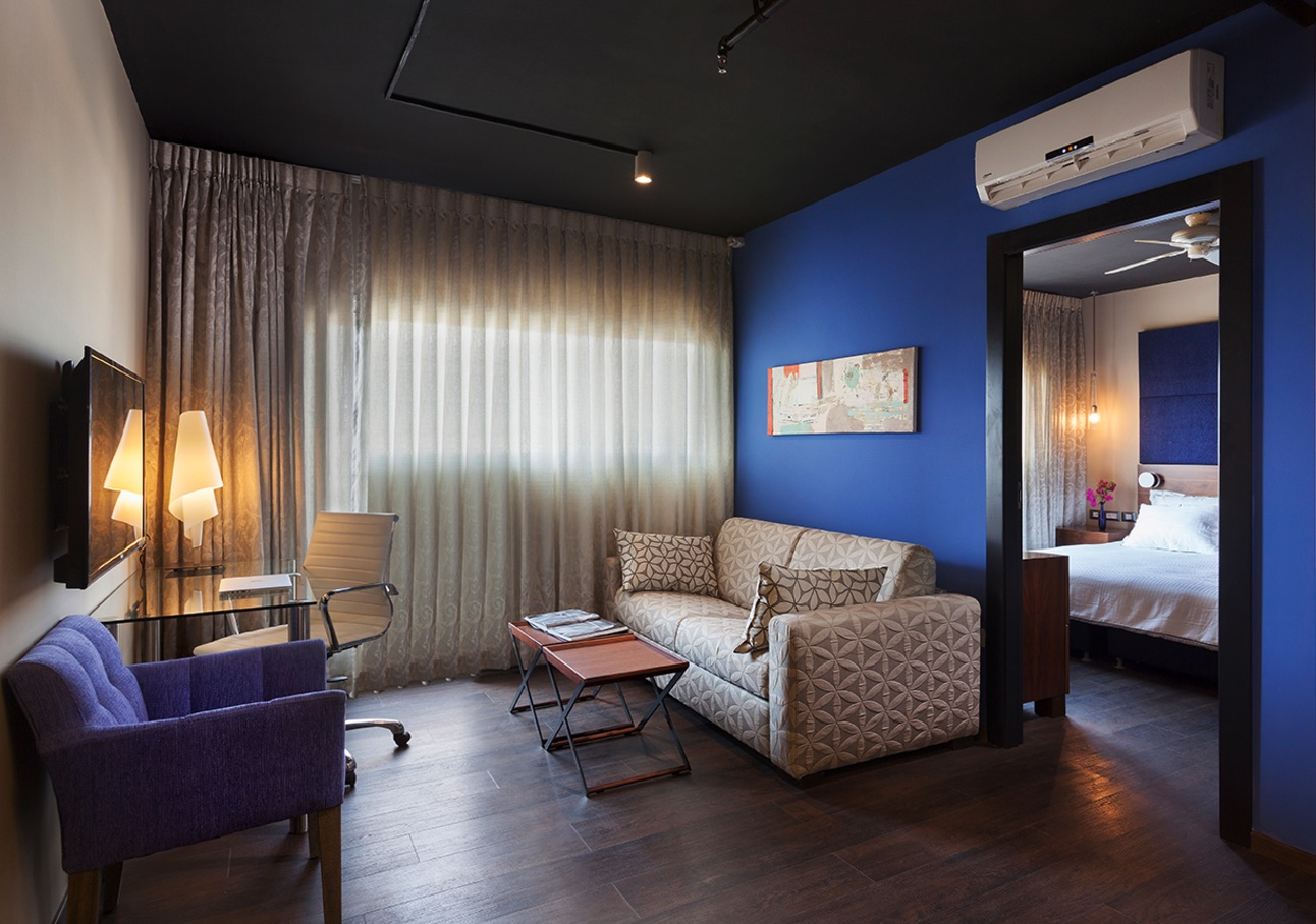 Deluxe Suite With Balcony are of 33-39sqm. The rooms are meticulously designed in a modern classic s