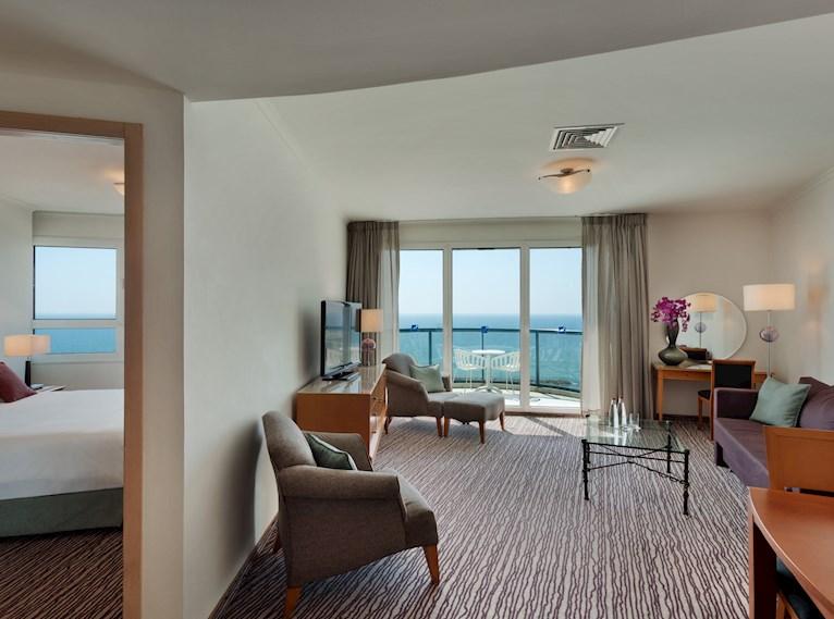 סוויטה טאואר עם נוף לים במלון ישרוטל טאואר תל אביב