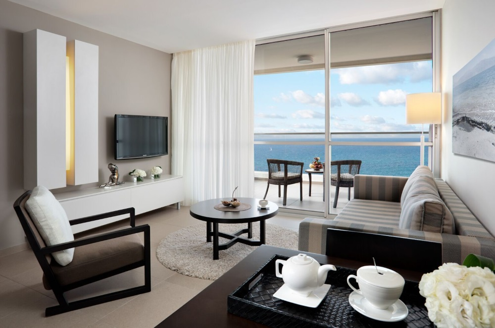 Deluxe Suite handicapped with Sea view and balcony